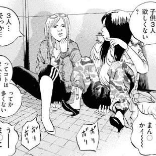 路上に座る女たち