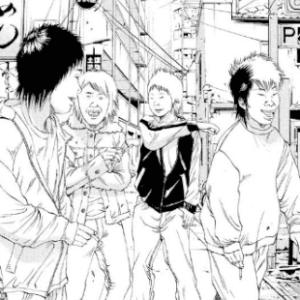 街に出る少年たち